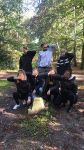 Brugklaskamp in de bossen