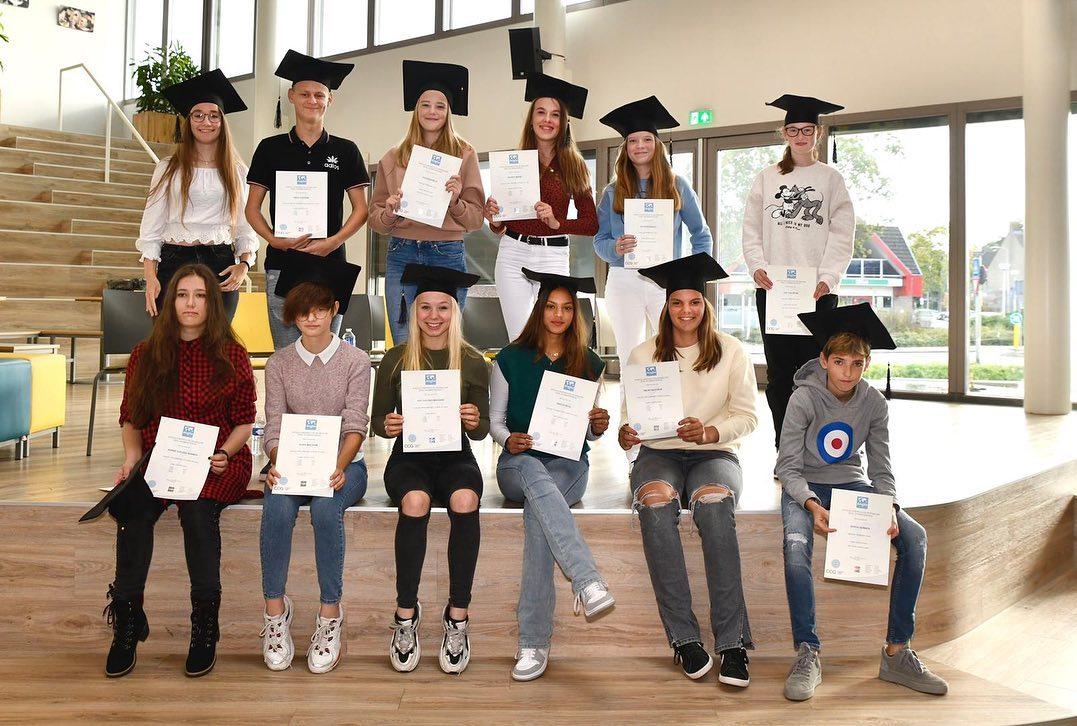 @anglia_nl diplomauitreiking! 🎓 foto's door @pimbakkerfotografie #leuksteschool #ashramcollege #nieuwkoop