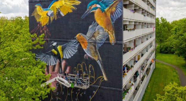 Kunstwerk Anouk en Naomi onthuld op Preludeflat